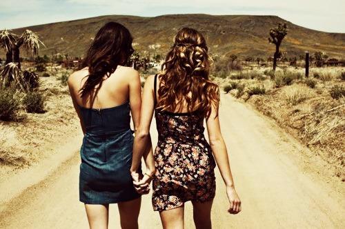 Volim te kao prijatelja, psst slika govori više od hiljadu reči - Page 9 Friendship-girls-photography-fan-31640234-500-332