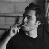 Entrevue Ed-ed-westwick-32008995-200-200