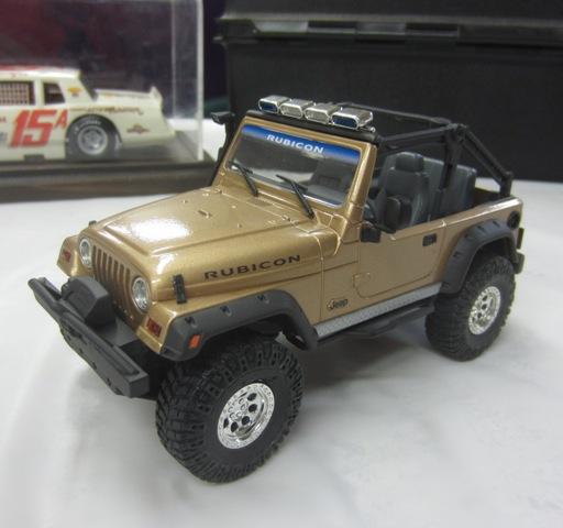 Une modèle à Denis!!! Jeep Rubicon entre 2003 et 2006 de Revell. 004-vi