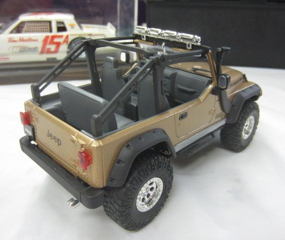 Une modèle à Denis!!! Jeep Rubicon entre 2003 et 2006 de Revell. 006-vi