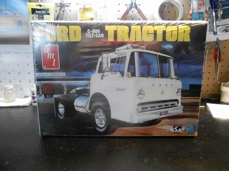 Ford C-900 Tilt-Cab Tractor DSCN0351-vi