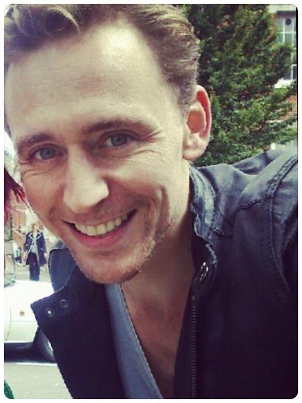 [Bomec] Pour le plaisir des yeux - Page 21 Tom-Hiddleston-tom-hiddleston-32358332-600-800