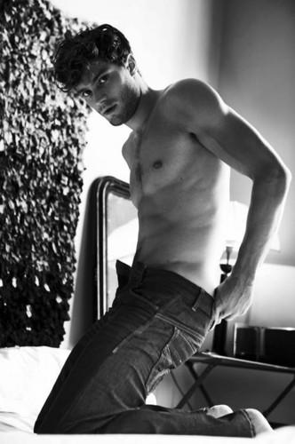 Jamie Dornan - Page 2 Jamie-Dornan-aka-Christian-Grey-fifty-shades-of-grey-35918563-332-500