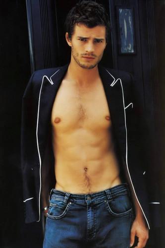 Jamie Dornan Jamie-Dornan-aka-Christian-Grey-fifty-shades-of-grey-35918571-333-500