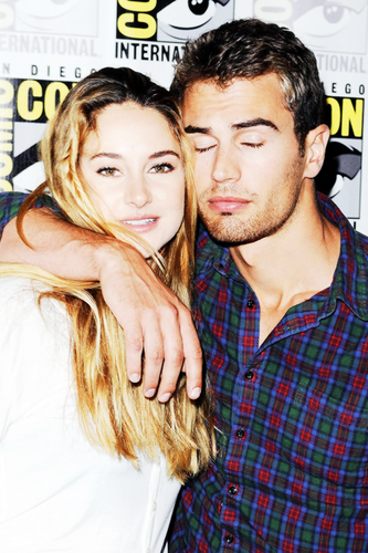 Kovu - chercheuntitrequituelamortquitue Theo-and-Shailene-theo-james-and-shailene-woodley-36993440-333-500