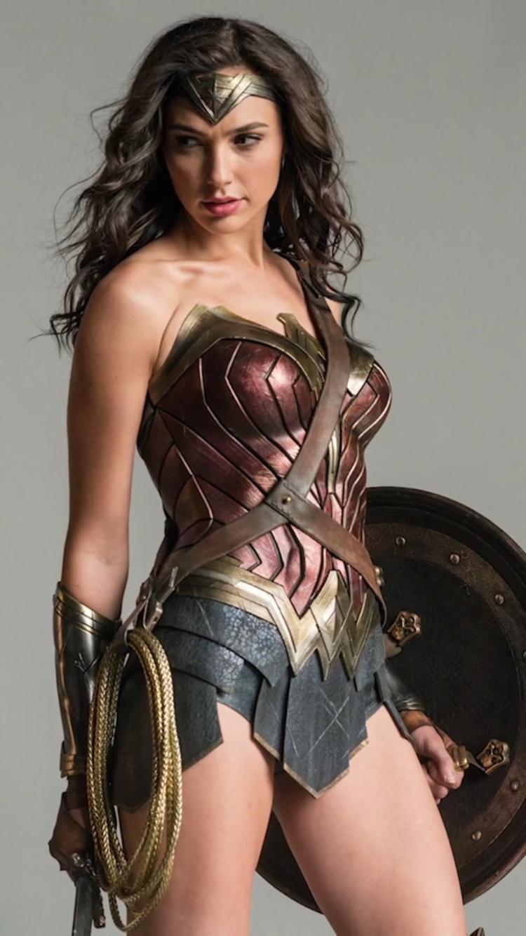 "Série ""Wonder Woman"" - Page 4 Wonder-Woman-dc-superhero-girls-40279036-750-1334"