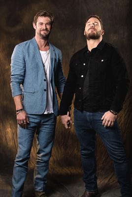 ¿Cuánto mide Chris Hemsworth? - Altura - Real height Avengers-Chris-Hemsworth-and-Chris-Pratt-USA-Today-photoshoot-the-avengers-41318795-268-400