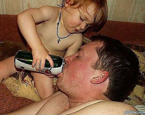 Kako tate čuvaju decu :) 0_7b4ee_9ae6ff7a_XL