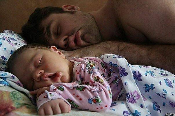 Kako tate čuvaju decu :) 0_7b4e2_866e4e34_XL