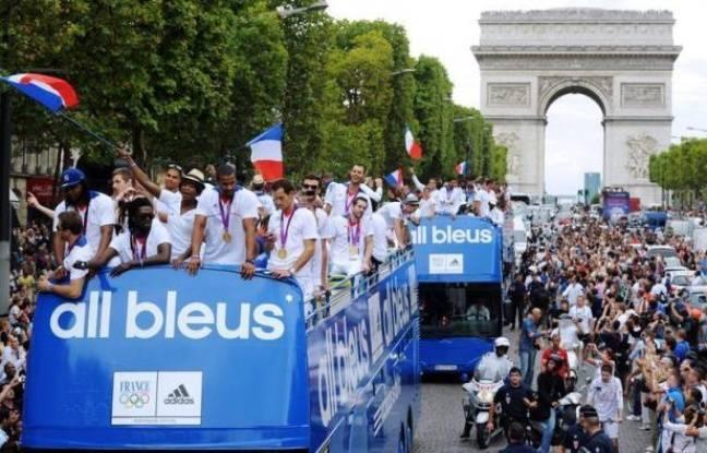 [Jeu] Association d'images - Page 6 648x415_bus-athletes-francais-retour-jo-champs-elysees-13-aout-2012-paris