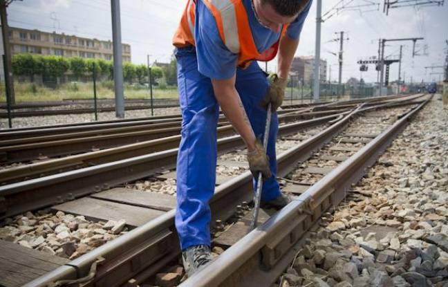 Tag france sur Tout sur le rail - Page 8 648x415_15-juillet-2013-gare-bondy-seine-saint-denis-agents-sncf-inspectent-resserrent-si-besoin-eclisses-aiguillages-voies