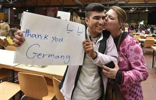 Bravo a l Allemagne  ! 648x415_refugie-venu-afghanistan-accueilli-baiser-brandissant-banniere-merci-allemagne-arrivee-dortmund-train-dimanche-6-septembre-2015