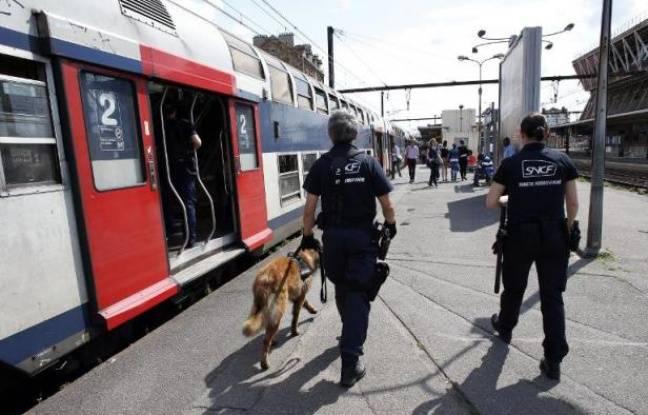Tag france sur Tout sur le rail - Page 8 648x415_agents-police-ferroviaire-sncf-a-cote-rame-rer-a-gare-juvisy-sur-orge-essonne-2012