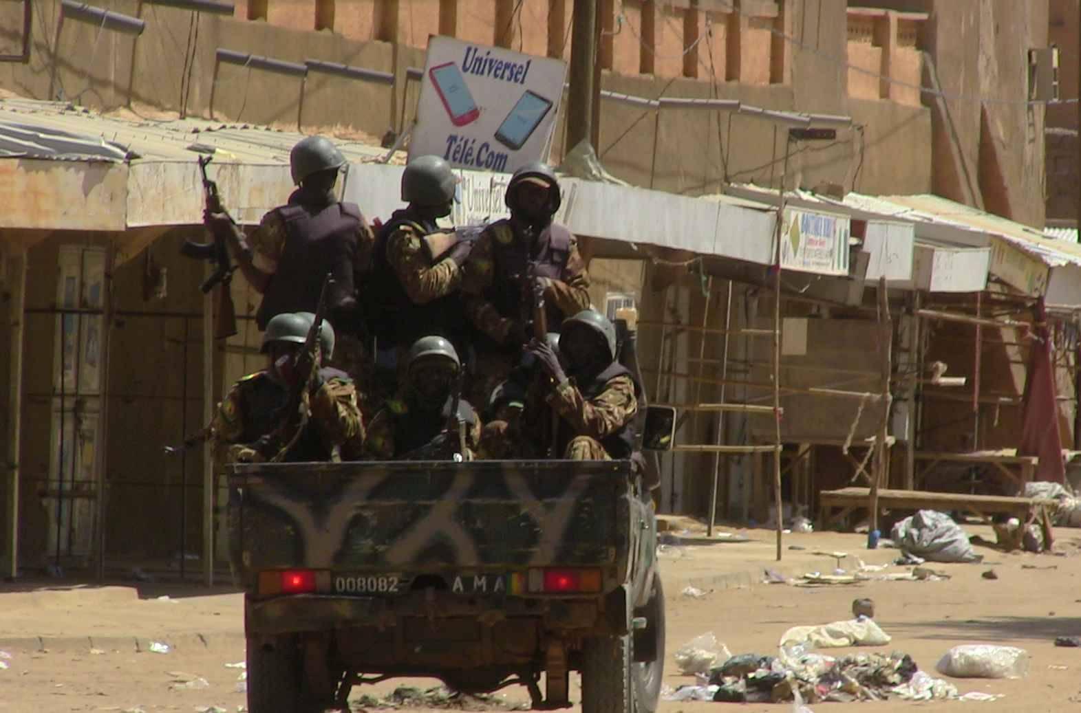 L'armée reprend Boni des mains des djihadistes - Septembre 04, 2016 2048x1536-fit_soldats-maliens-gao-12-juillet-2016