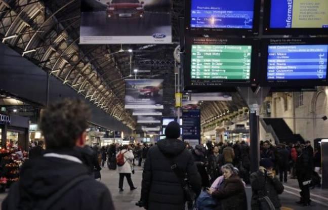 Tag france sur Tout sur le rail - Page 8 648x415_panneaux-information-a-gare-est-a-paris-pendant-interruption-trafic-17-fevrier-2015-raison-decouverte-bombe