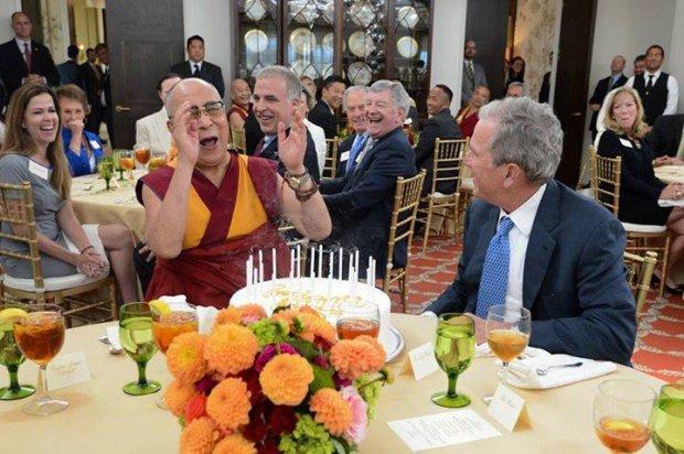 Here Comes The Flood - Page 3 Dalai-lama-bush-cia-0b36a