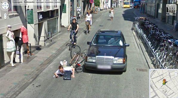 Kuriózne zábery na Google Street View  Google_street_view_cyklista_4