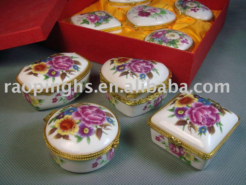 Les boites dans la maison . - Page 38 Beatiful_Porcelain_Jewelry_Box