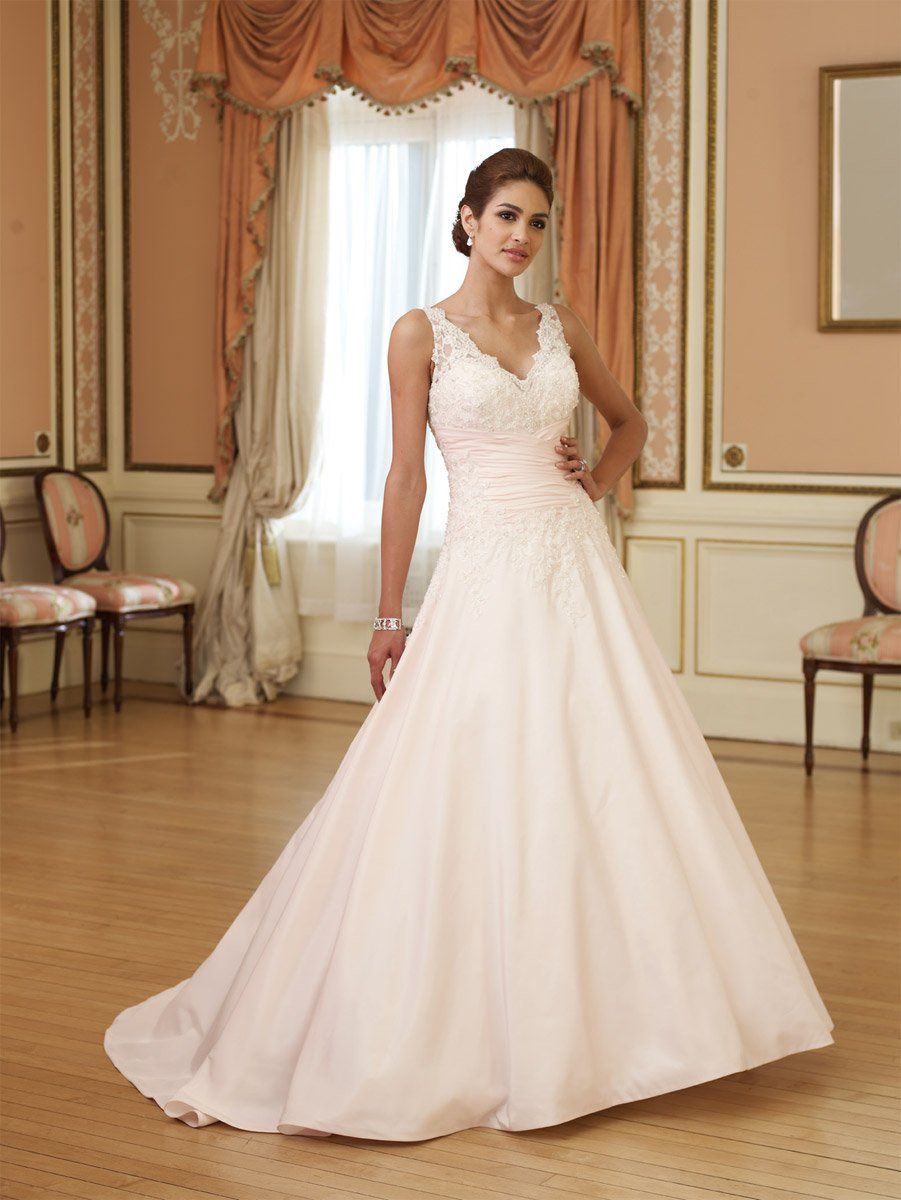 Fustane nusesh !!!! 2011-Sexy-lace-A-line-Satin-V-Neck-Chapel-Train-sleeveless-embroidery-Wedding-Dress-for-bride