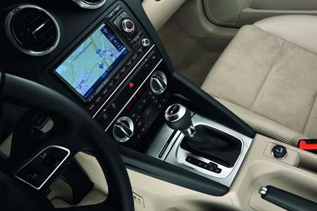 اكتشفو سيارة a3 الجميلة من شركة العملاقة audi Audi_a3_2010_01f14-450-300