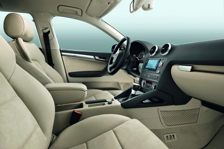 اكتشفو سيارة a3 الجميلة من شركة العملاقة audi Audi_a3_2010_c23a2-450-300