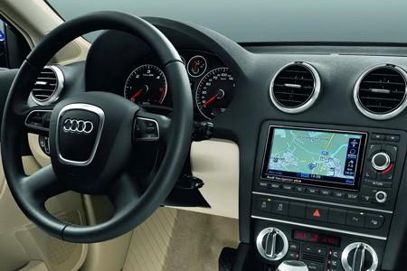 اكتشفو سيارة a3 الجميلة من شركة العملاقة audi Audi_a3_2010_dd354-450-300