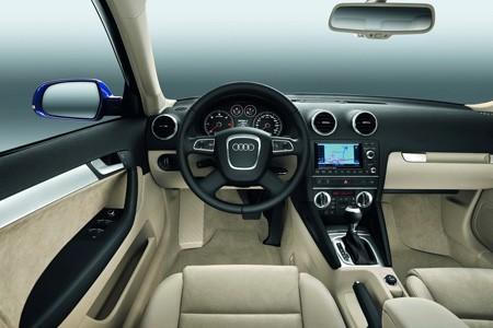 اكتشفو سيارة a3 الجميلة من شركة العملاقة audi Audi_a3_2010_e814a-450-300