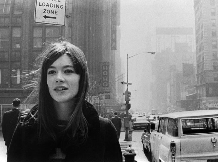 France Inter - Comment te dire Hardy - Tous les samedis d'été à 17h Francoise-Hardy-dans-rues-New-York-avril-1965_0_730_542