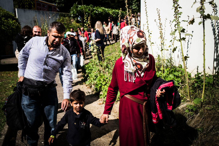 À Paris, l'Église et la société civile mobilisées pour des travailleurs sans papiers Refugies-syriens-irakiens-monastere-Orantes-Yvelines_0_730_486