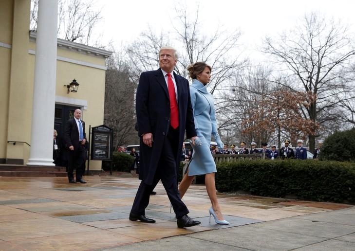 La visite de « l'église des présidents », premier acte de l'investiture de Donald Trump Donald-Trump-femme-Melania-sortie-leglise-episcopale-Saint-John-Washington-20-janvier-2017_0_730_516