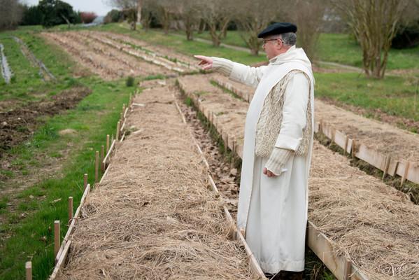 « Laudato Si' a poussé les chrétiens à s'emparer de l'écologie » Frere-Colomba-installations-permaculture-labbaye-Notre-Dame-Maylis_1_600_400