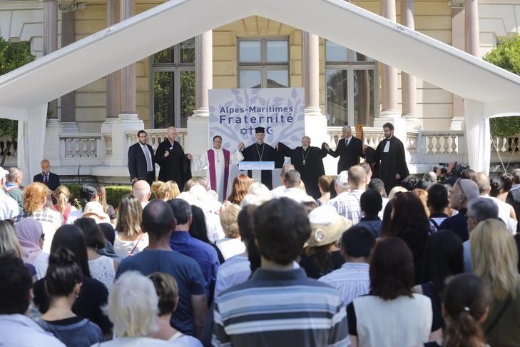 À Nice, une cérémonie interreligieuse pour retrouver « le chemin de la vie » Ceremonie-interreligieuse-jardins-Villa-Massena-Nice-14-juillet-2017_0_729_486