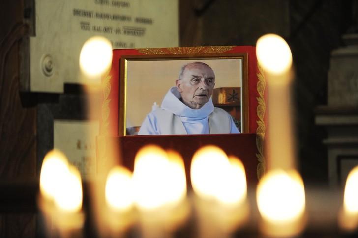 Hommage au père Hamel: début de la messe en présence d'Emmanuel Macron  Portrait-Pere-Jacques-Hamel-assassine-26-juillet-2016-Saint-Etienne-Rouvray-Seine-Maritime_0_728_485