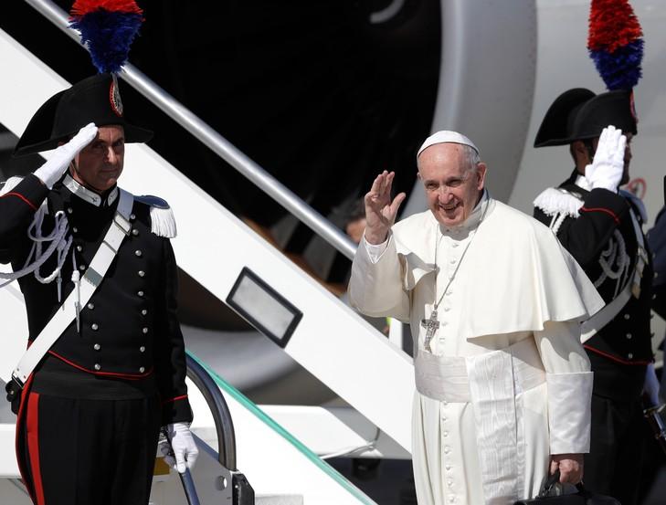 Le Pape François en  Colombie Francoissa-montee-avionson-voyage-jours-Colombie-aeroport-international-Leonard-Vinci-Rome-mercredi-6-septembre-2017_0_729_553