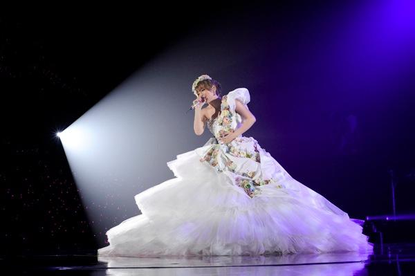 """Ayumi Hamasaki >> minialbum """"Again"""" - Página 12 Ayu1_s"""