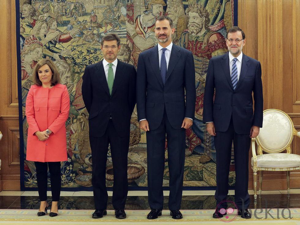 ¿Cuánto mide Soraya Sáenz de Santamaría? - Altura 64276_rafael-catala-rey-felipe-vi-rajoy-santamaria
