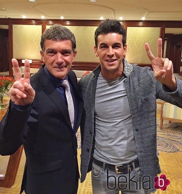 ¿Cuánto mide Antonio Banderas? - Altura - Real height 77576_antonio-banderas-mario-casas-chile