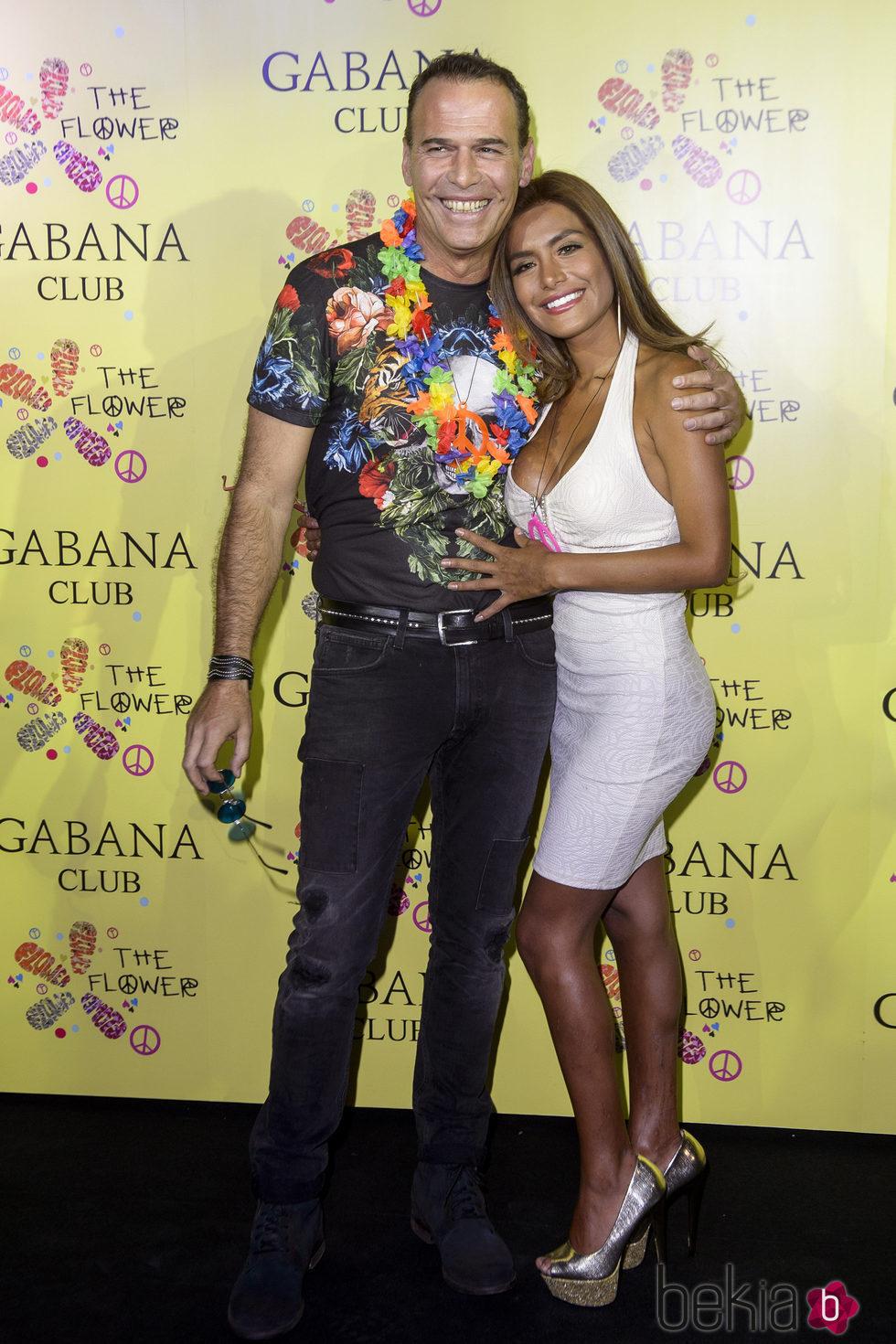 ¿Cuánto mide Miriam Saavedra? - Altura 94749_carlos-lozano-miriam-saavedra-fiesta-flower-power-madrid