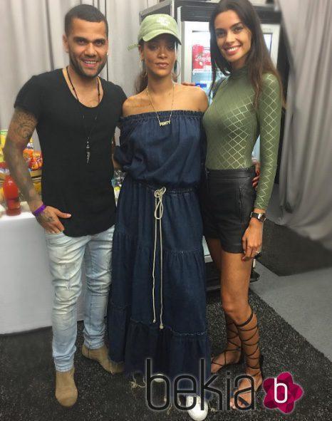 ¿Cuánto mide Rihanna? - Altura - Real height 96069_dani-alves-joana-sanz-rihanna-barcelona