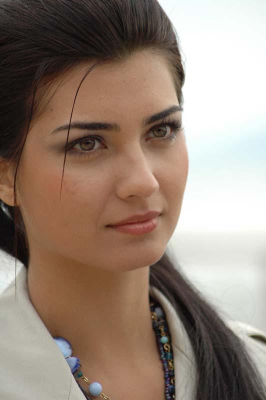 صور الممثلة التركية Tuba büyüküstün (لميس) 40613_7656