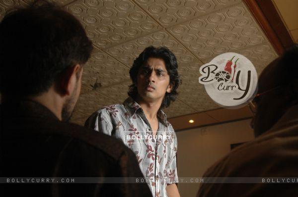 Сиддхарт Нараян - щечки и ямочки)) 41938-siddharth-narayan-looking-worried