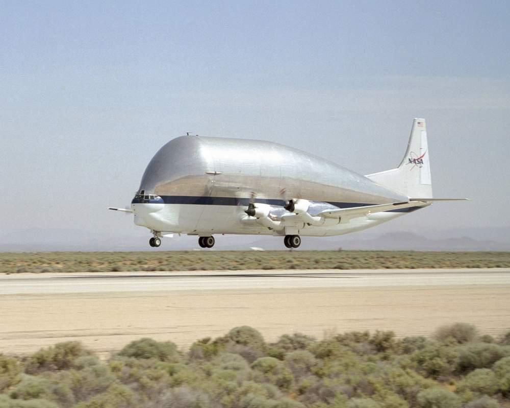 CAPITAL: 10 engins volants qui ont marqué l'histoire Aero-spacelines-super-guppy-le-cachalot-des-airs