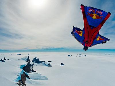 Прыжок с Ульветанны Антарктика 1291908605943786338zag