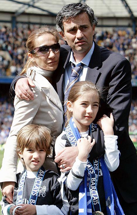Madrid WAG's - Page 3 JoseFamilyDM_468x735