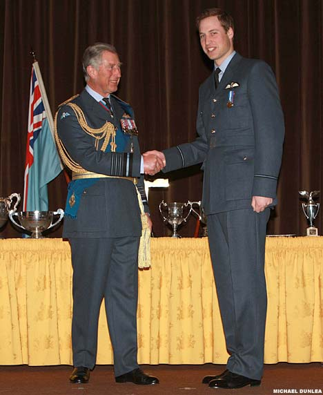 Príncipes William y Harry WilliamCharlesDM_468x572