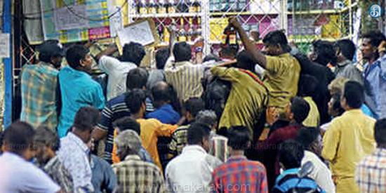 தமிழகத்தில் நாளை மறுநாள் முதல் டாஸ்மாக் திறப்பு: பல்வேறு கட்சி தலைவர்கள் கண்டனம் Tamil_News_May04_2020__269710719585419