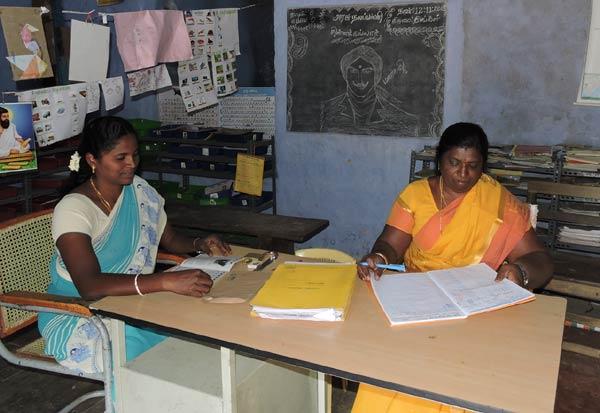 ஒரு மாணவர் கூட இல்லாத பள்ளிக்கு இரண்டு ஆசிரியை Tamil_News_large_2144207