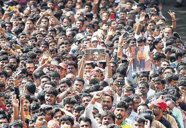 மதுக்கடைகள் 2 நாள் மூடல் நடிகர் அம்பரீஷ் மறைவு எதிரொலி Tamil_News_large_2153917