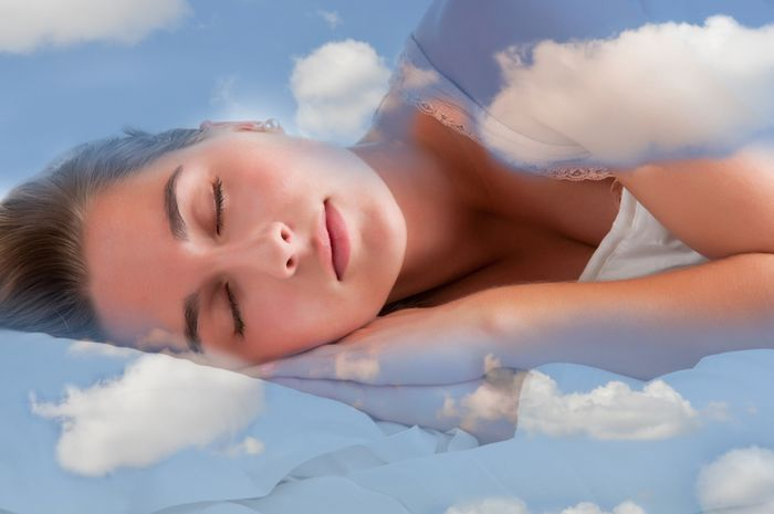 Dreams - Page 7 Spanok-oblaky-sny_dreamstime