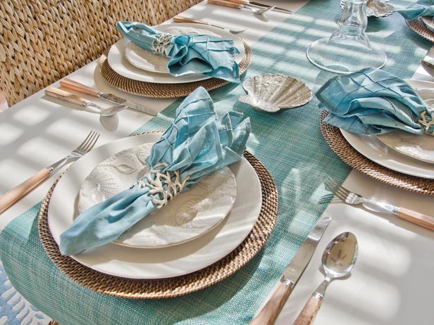 جــوله في بيت آمـريكي BC11_03-Dining-Room-JK-5737_s4x3_lg